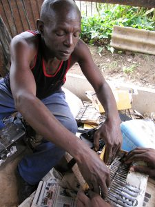 Simboti Mukuwurirwa packing an mbira 2009