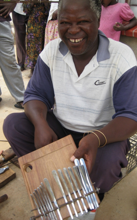 mbira.org-mandaza-2-at-work