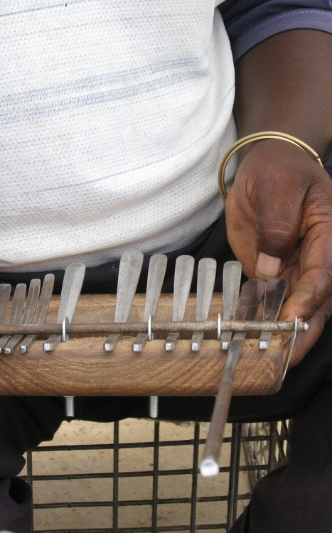mbira.org-mandaza-8-at-work