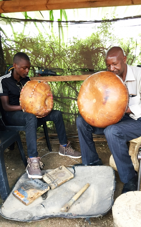 Tiri Chiongotere playing mbira with son 2019